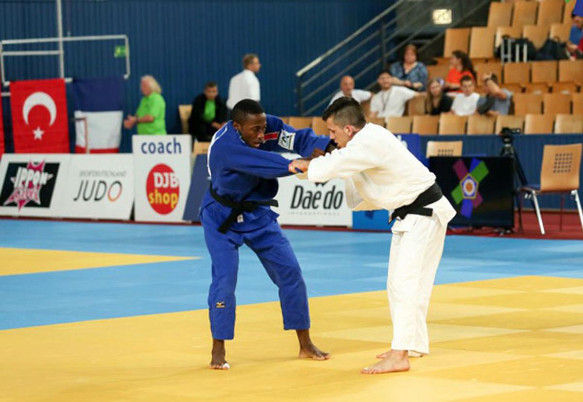 Equipe júnior conquista oito medalhas na última disputa antes do campeonato mundial