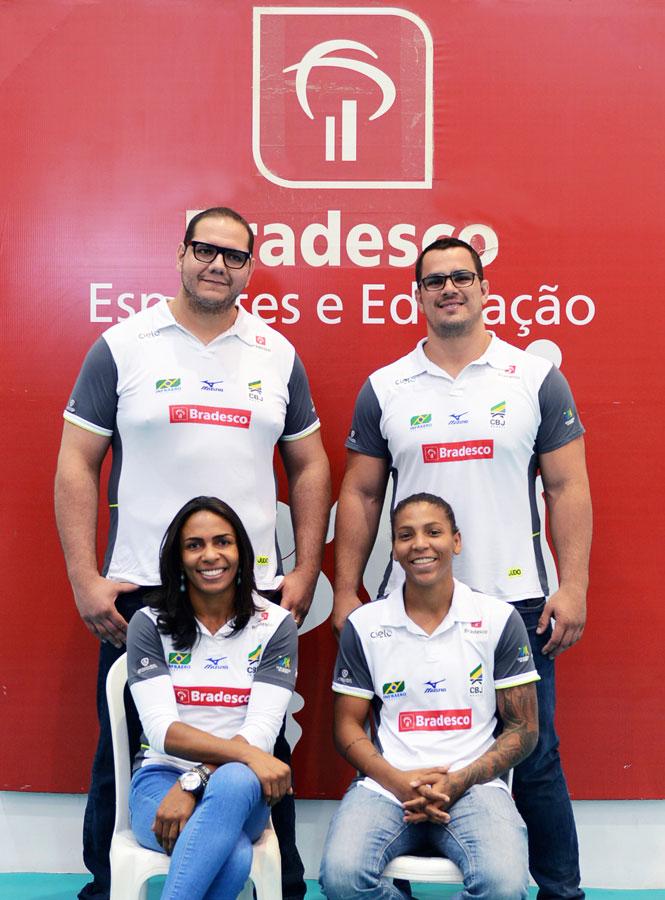 Judocas medalhistas visitam projeto social do Bradesco