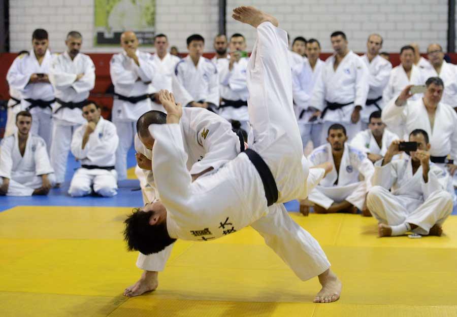 Hirotaka Okada leva mais de 300 professores à Arena Olímpica do Ibirapuera