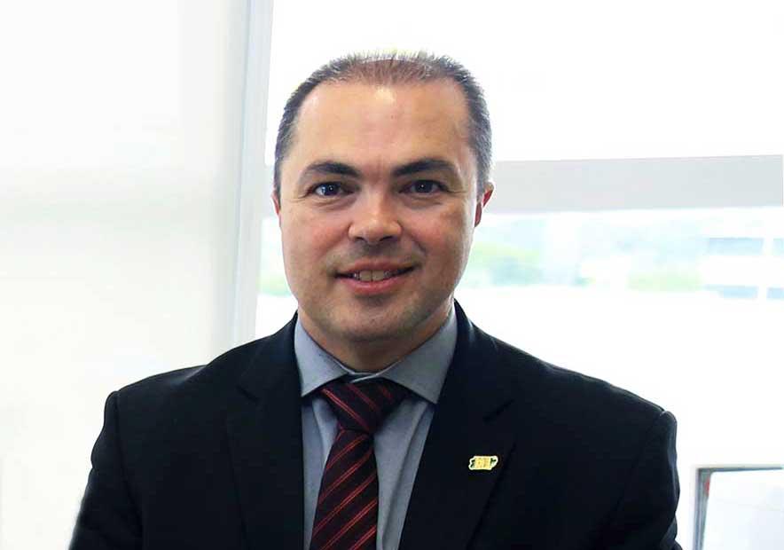 Fleumático, Rogério Sampaio aguarda a decisão do presidente da República
