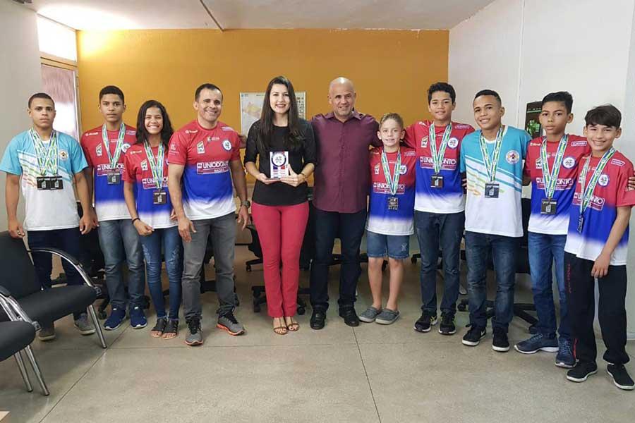 Cláudia Petuba recebe Antônio Luiz Milhazes e medalhistas do Campeonato Brasileiro da Região II