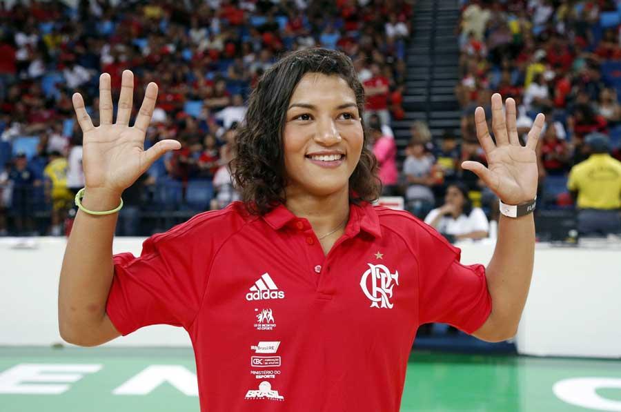 Sarah Menezes muda de categoria pela terceira vez em três anos