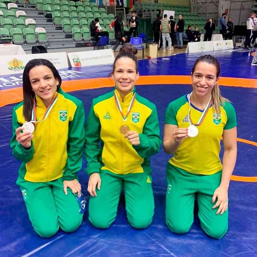 Laís Nunes é ouro e Giullia Penalber e Kamila Barbosa prata no Torneio de Wrestling da Bulgária