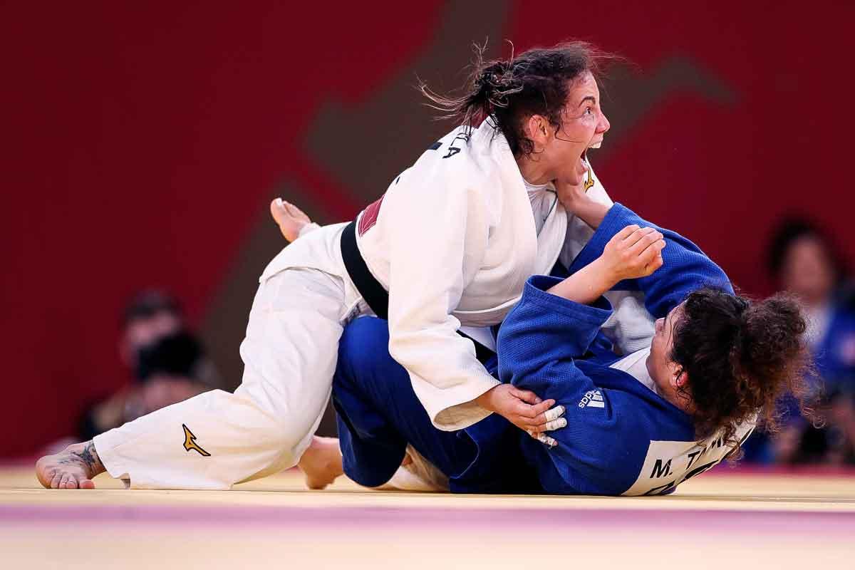 Após claro favorecimento à atleta russa, Maria Portela é eliminada nas oitavas de final do peso médio