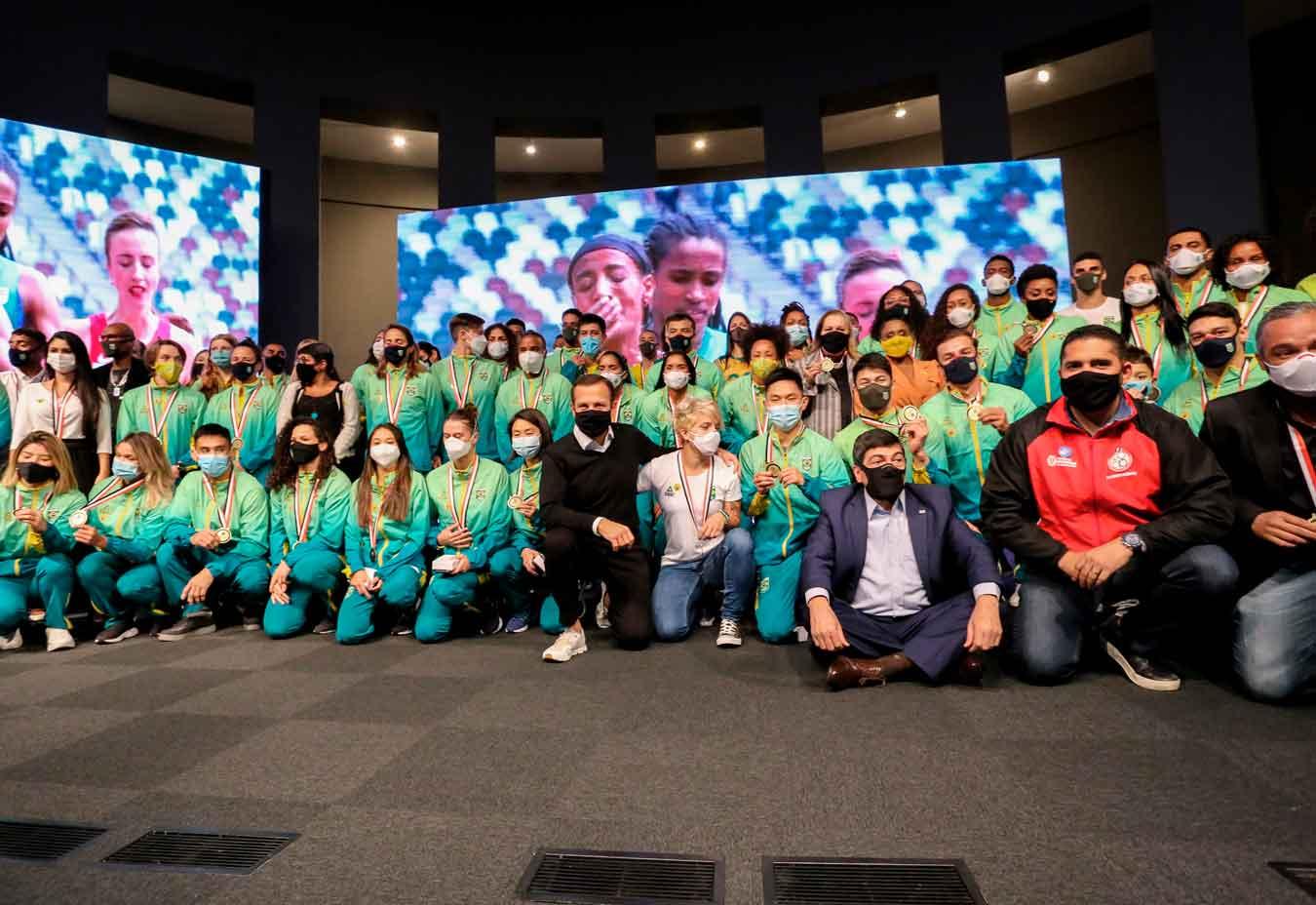 João Doria recebe atletas olímpicos de São Paulo em homenagem no Palácio dos Bandeirantes