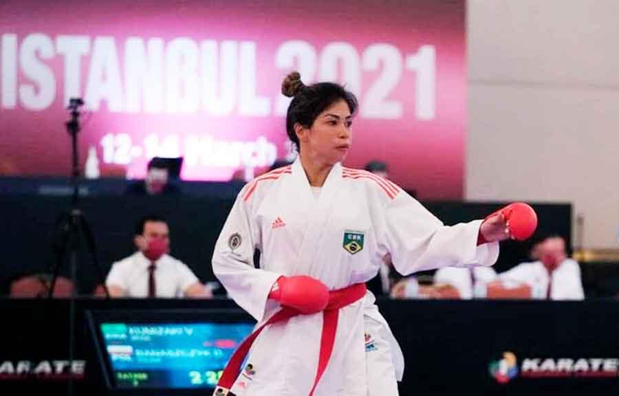 Valéria Kumizaki conquista o ouro na etapa de Istambul da Premier League de karatê
