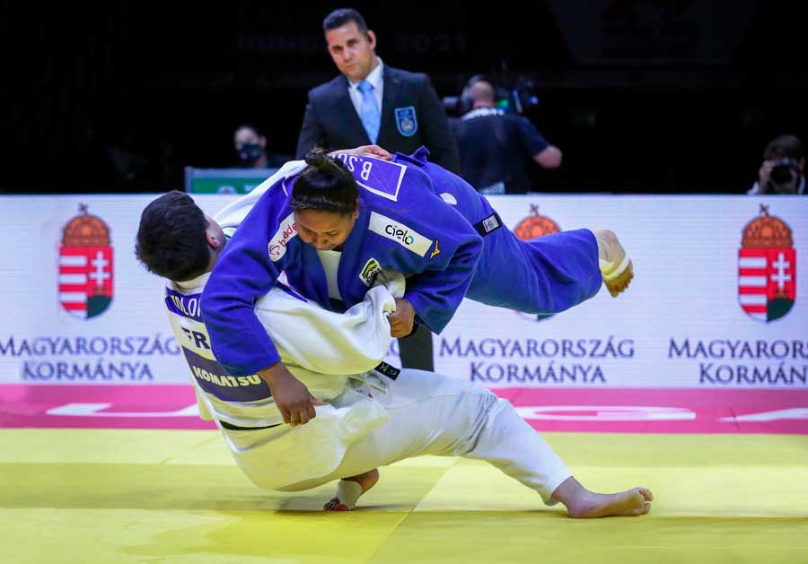 Beatriz Souza entra para o seleto grupo de medalhistas mundiais
