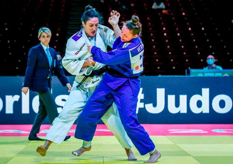 Mayra cai no segundo combate e cabe aos pesos-pesados livrar o Brasil de mais um fiasco internacional